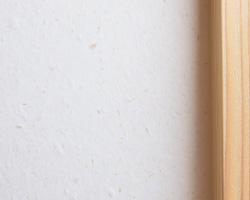 温かみのある白色で清潔感とやさしさが感じられる土佐和紙の壁紙。伝統的な和の素材ですが、洋室にも良く馴染みます。 株式会社未来住建